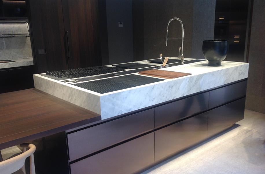 Piani in marmo per la cucina - Il nuovo flagship store di Arclinea