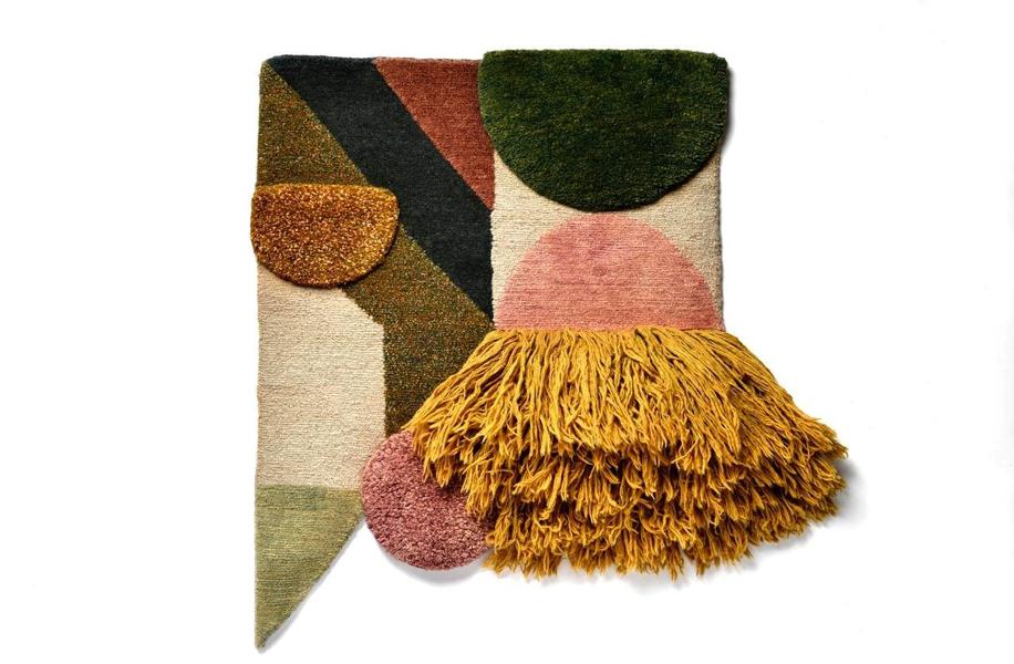 LOVELY WASTE, la mostra organizzata dall'agenzia Source negli spazi di ZONA K. Tappeti di Lyk Carpet, che coniugano la tradizione tessile tibetana a geometrie e colori occidentali.