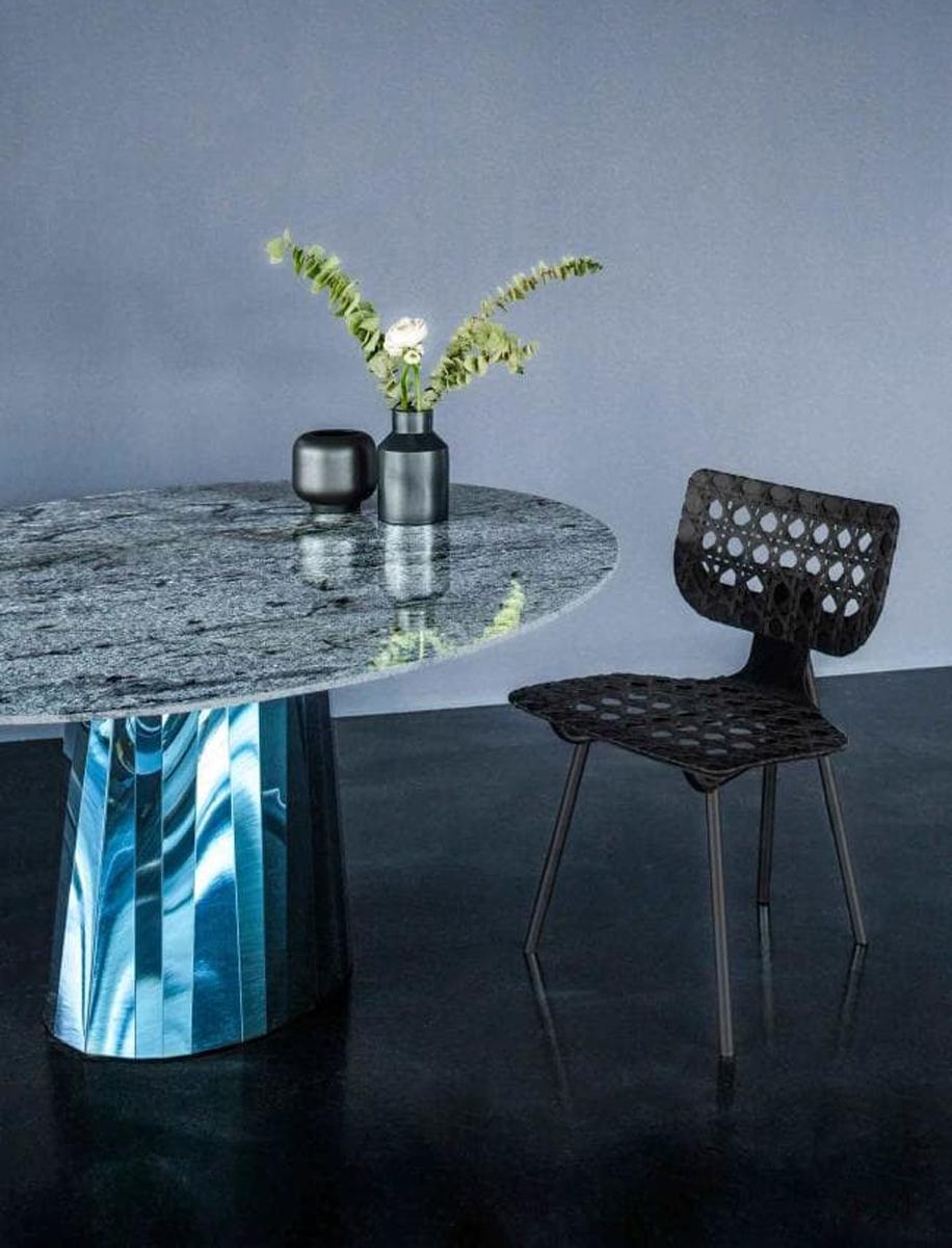 Pli, serie di tavoli progettati dalla designer francese Victoria Wilmotte per Minima