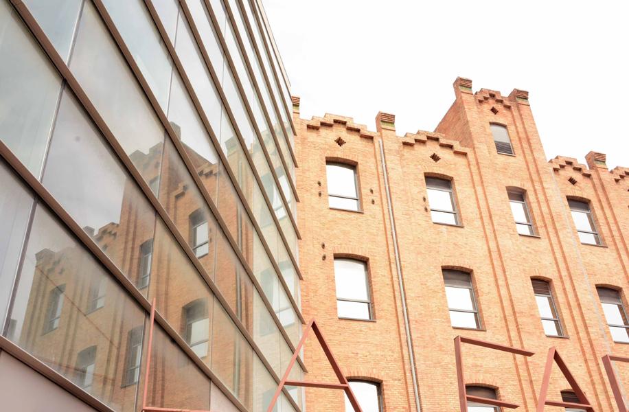 Esempi di riqualificazione urbana. Barcellona. La Farinera del Clot.