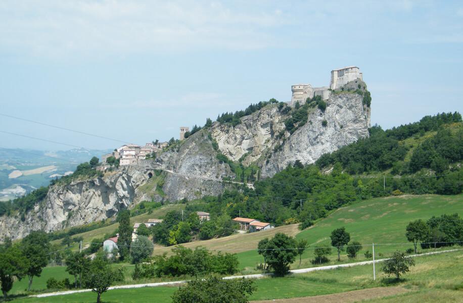 Progettazione architettonica e paesaggio. Castello San Leo.