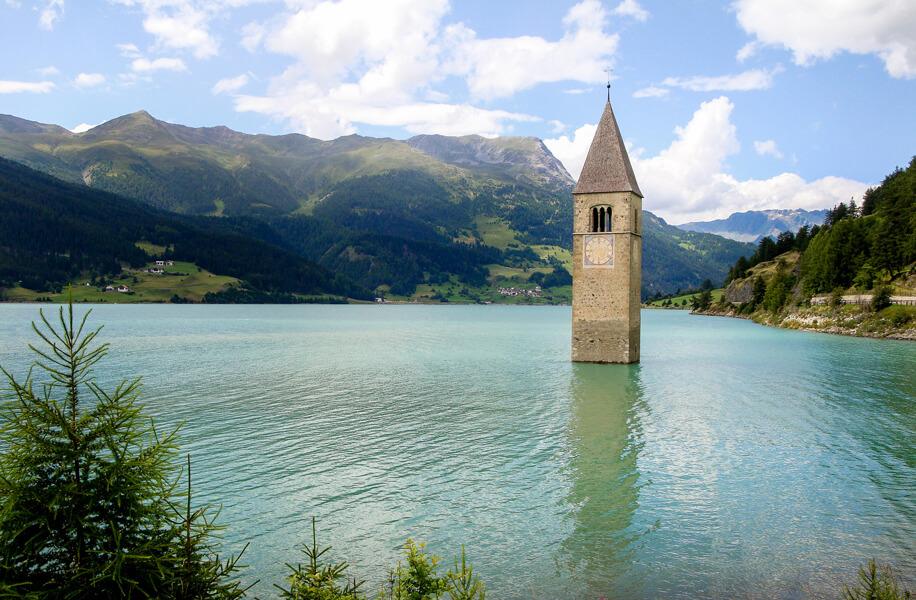 Architettura e paesaggio. Lago di Ressa.