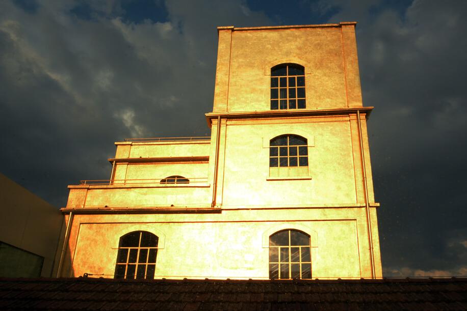 Edifici industriali dismessi. Recupero archeologia industriale