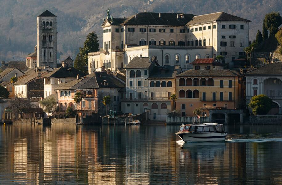 Progettazione architettonica e identità dei luoghi. Orta San Giulio.