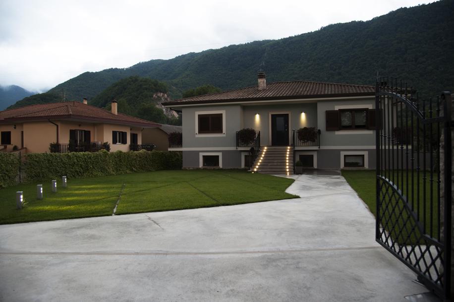 Accuratezza e stile nella progettazione dell'illuminazione in una villa unifamiliare
