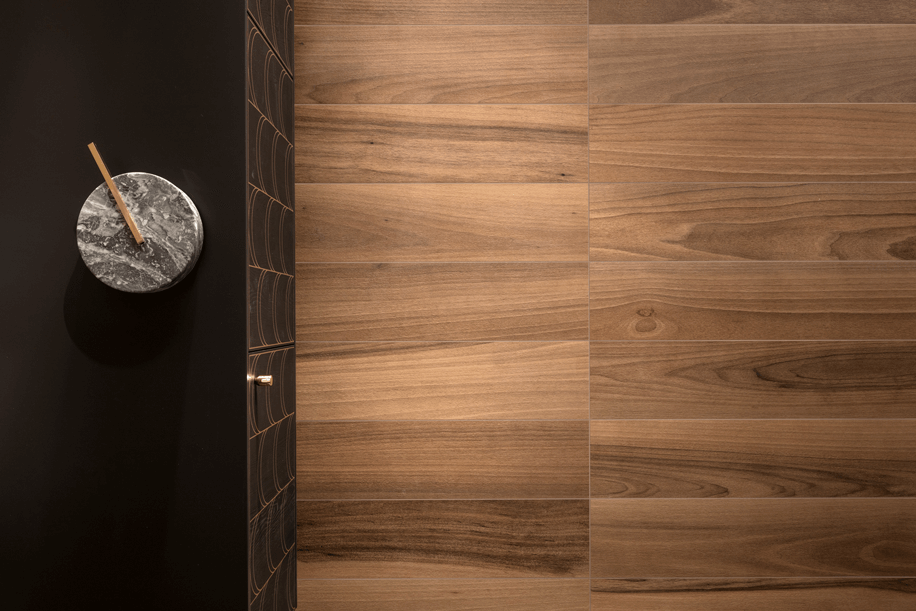 La ceramica riproduce fedelmente il legno